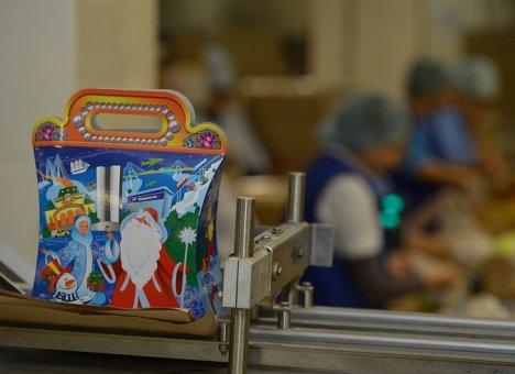 Новогодние подарки для детей Приморья сначала продегустируют общественники