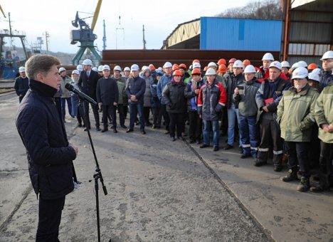 Олег Кожемяко пообещал стивидорам Находки суровые оргвыводы