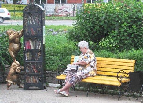 В Приморье появились новые уличные книжные шкафы