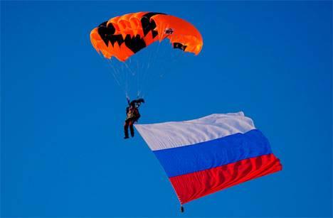 Экстремальный подарок с высоты в 1,3 км сделали региону парашютисты Колымы
