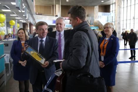 Международный аэропорт Хабаровск подарил 2-миллионному пассажиру Airbus А-319