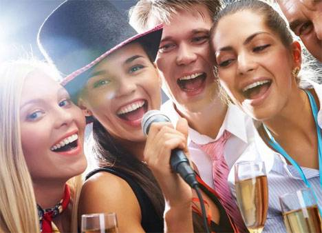 Жители Приморья рассказали, как отмечают Новый год на работе