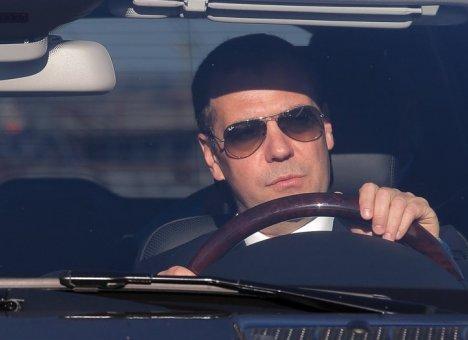 Медведев сделал автомобилистам подарок в преддверие зимы
