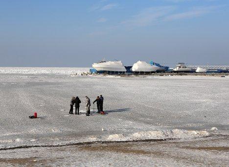 Во Владивостоке выход на лёд категорически запрещен и опасен для жизни