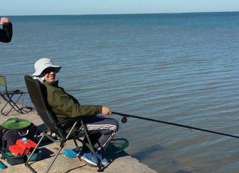 Рыбакам сматывают удочки