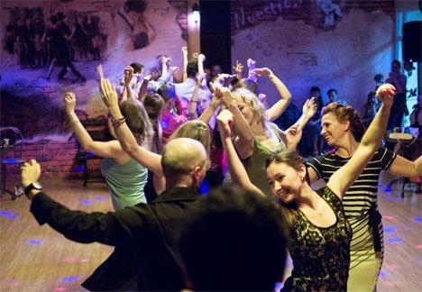 Жителей Владивостока зовут на парные, но бесконтактные танцы