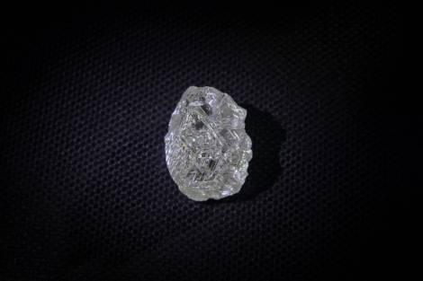 В Якутии добыт уникальный алмаз в 200 карат