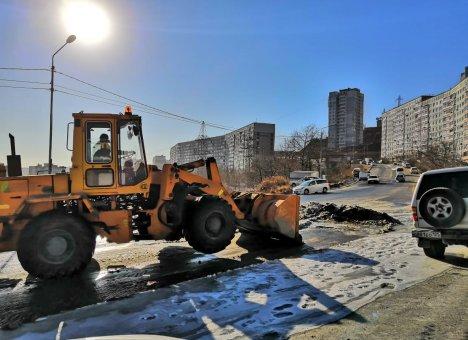 Более 100 КамАЗов мусора вывезли с улиц Владивостока за праздничные дни
