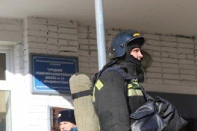 Полиция устанавливает причины возгорания в подвале школы во Владивостоке