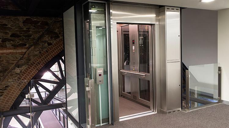 Услуги по обслуживанию и ремонту лифтов