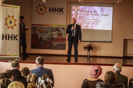 Во Владивостоке почтили подвиг экипажа танкера