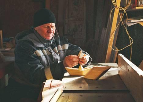 Приморский художник создает новые специальные призы фотоконкурса LookAtVladivostok.ART