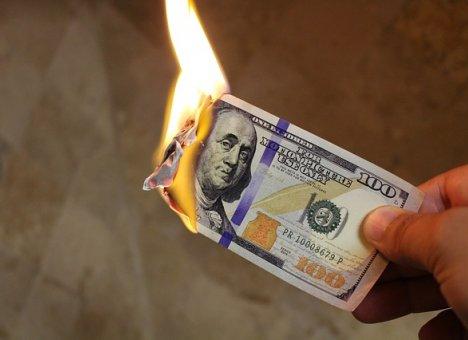 Крупнейшие банки снизили ставки вкладов в валюте