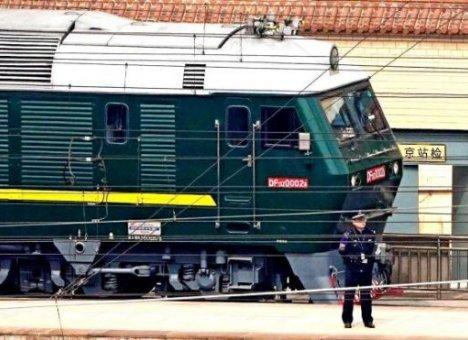 Территорию у железной дороги во Владивостоке чистят для бронепоезда лидера КНДР