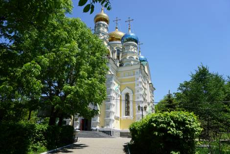 Жители Владивостока просят установить скульптуры российских царей и императоров