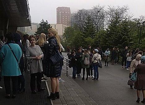 Людей срочно эвакуируют из здания ВГУЭС во Владивостоке