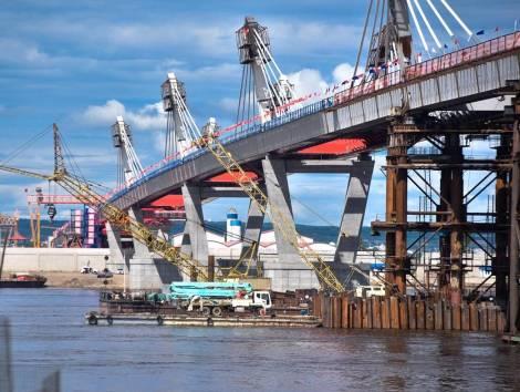 На реке Амур завершилась стыковка частей трансграничного моста
