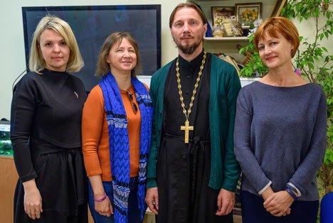 Во Владивостоке обучают общаться с незрячими горожанами
