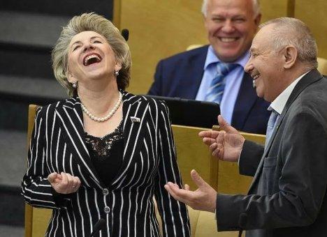 Депутаты повысили зарплаты своим помощникам сразу на 30%
