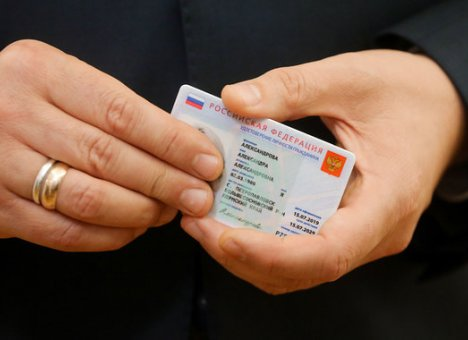 Электронные паспорта начнут выдавать через год