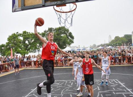 День Пусана на баскетбольной площадке