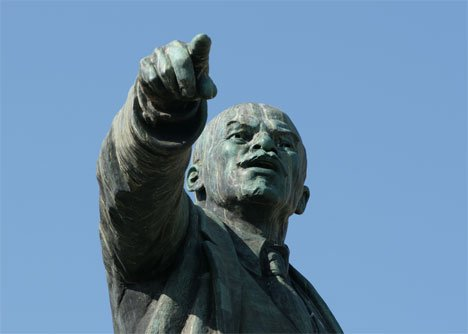 Во Владивостоке земля с постройками возле памятника Ленину выставлена на продажу за 270 млн рублей
