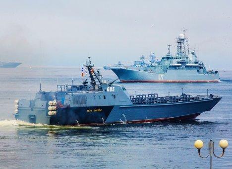 Во Владивостоке готовится к Дню Военно-Морского флота России