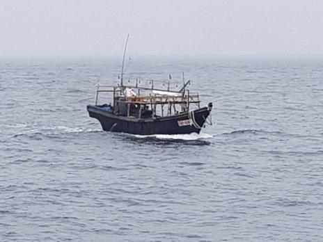 Северокорейские рыбаки спокойно разгуливают по приморской земле