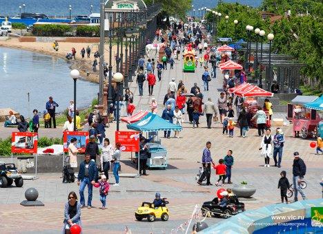 Во Владивостоке на Спортивной набережной откроют фестивальную деревню