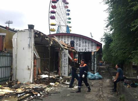 В туристическом центре Владивостока сносят незаконные постройки