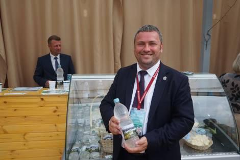 Во Владивостоке на ВЭФ выпили две тонны березового сока