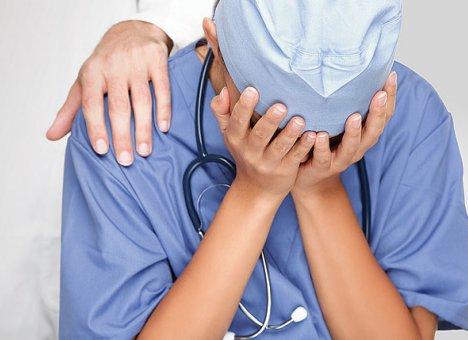 В октябре учителям, врачам, таможенникам и полицейским повысят зарплату