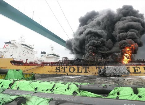 В Южной Корее горит судно, в экипаже которого есть россияне