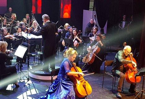 Торт в виде рояля украсил концерт, посвященный 80-летию Приморской краевой филармонии