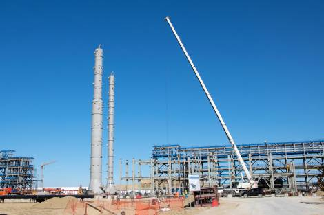 Установлены колонны выделения пропана и бутана для третьей и четвертой линий Амурского ГПЗ