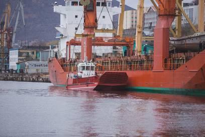Из Приморья на Камчатку доставлено новое грузопассажирское судно