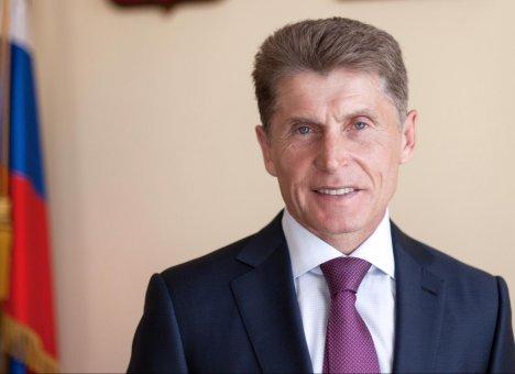 Губернатор Приморского края Олег Кожемяко поздравляет с Днем учителя