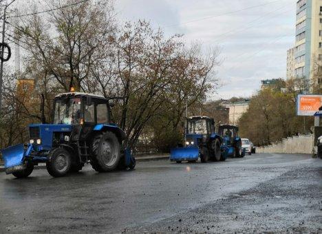 Во Владивостоке уборка городских улиц проводится в круглосуточном режиме
