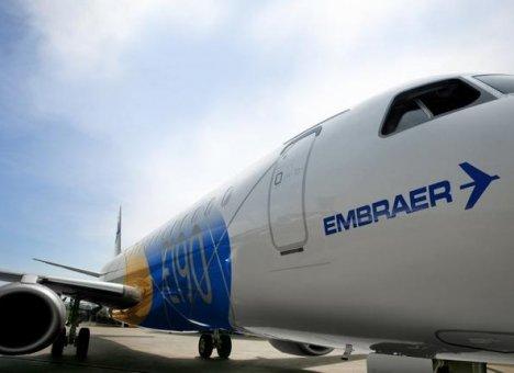 Самолет не смог вылететь из аэропорта Хабаровска из-за возгорания двигателя