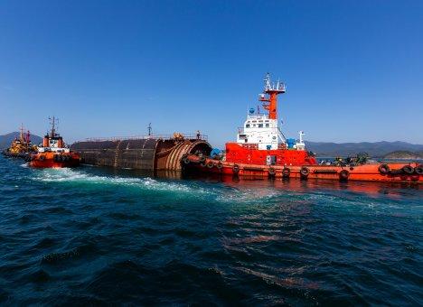 В Приморье с Камчатки завезли блоки атомных подлодок для утилизации