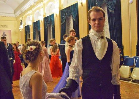 Во Владивостоке в Морском государственном университете прошел традиционный осенний бал