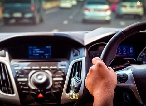 Приморцы выгребают автомобили из Японии, не обращая внимания на кнопку