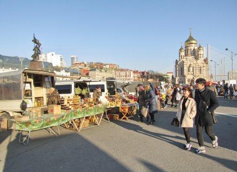 Во Владивостоке центральную площадь снегом не засыпят
