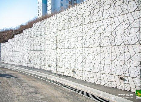 Во Владивостоке заменили аварийную подпорную стену