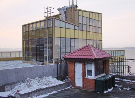 Во Владивостоке на строительство здания-лестницы к пляжу на бухте Федорова вернулись рабочие