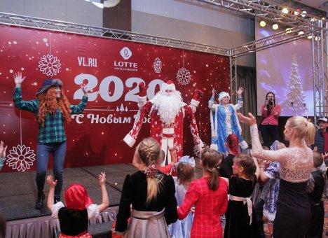 Детей из детских домов поздравили с Новым годом во Владивостоке