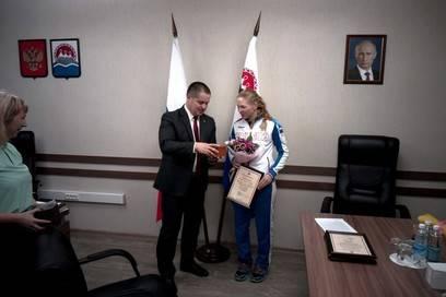 Триумфатора Сурдлимпийских игр в Италии Елену Яковишину наградили в Правительстве Камчатского края