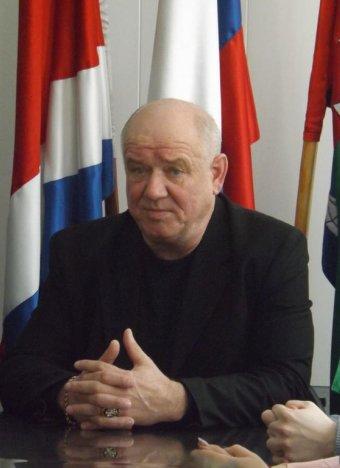 Уволенный судом по иску губернатора Кожемяко мэр района вновь во власти