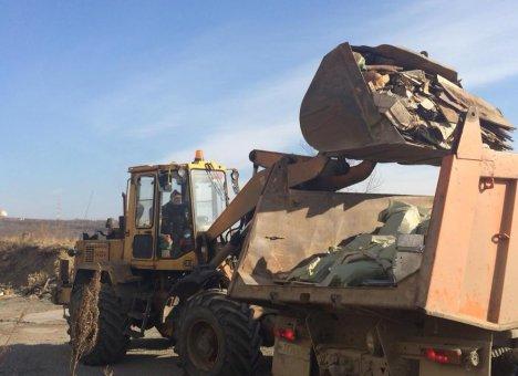 Больше 200 кубометров мусора вывезли со стихийных свалок во Владивостоке
