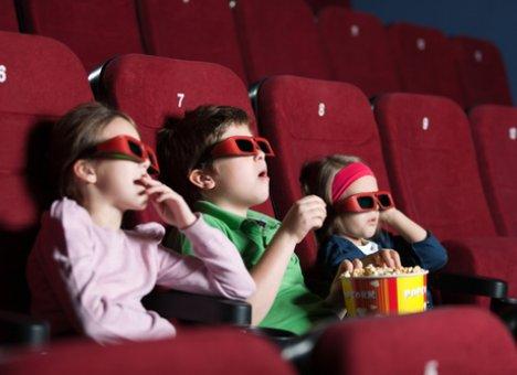 Детям придется ходить в кино с документами